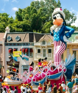 Disney-Parade-Goofy-1