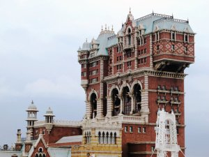 tower_of_terror___tokyo_disney_sea_by_weezalgurl-d4zu0e4